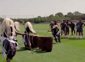 Rwandan cultural dance troupe paid a surprise visit to the Arsenal stars at their training ground