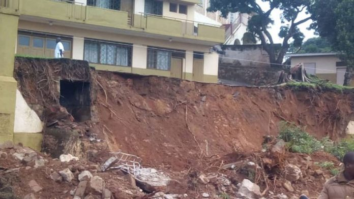Six Street Kids Killed By A Collapsed Wall